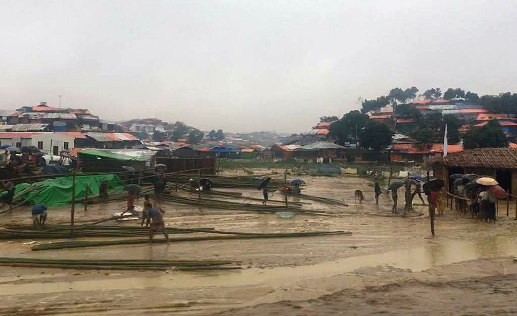 Flood waters rise in Kutupalong Camp in Bangladesh