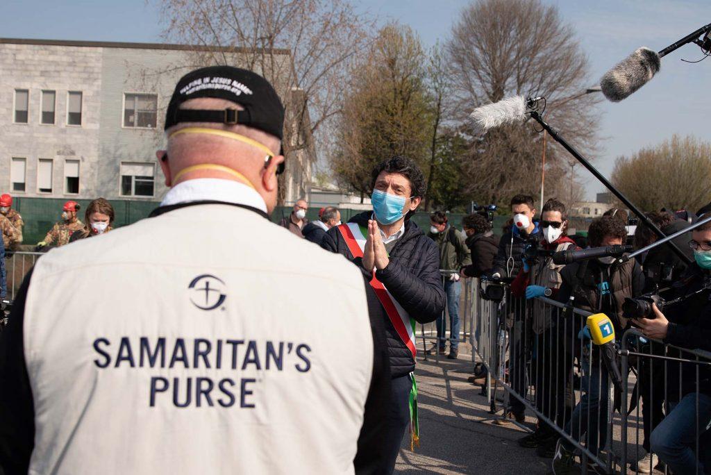 The mayor of Cremona, Gianluca Galimberti, thanks Samaritan's Purse for bringing an emergency field hospital to his city.